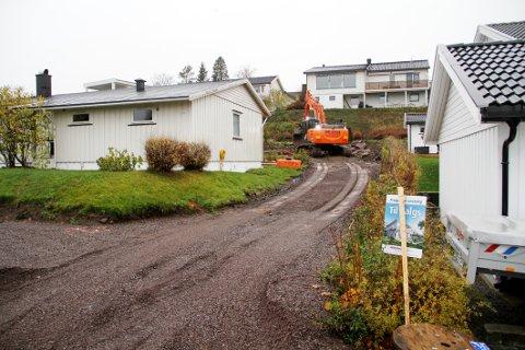 FORTETTING: I mars ble eiendommen dette huset står på solgt for 2.850.000 kroner. I oktober, med 600 kvadratmeter mindre tomt og med et nytt nabohus på vei opp, ble huset solgt for 2.650.000.