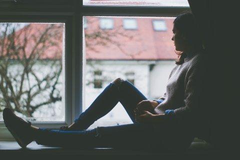PSYKISKE LIDELSER: I gjennomsnitt er det 2.360 unike personer fra Holmestrand som hvert år får registrert psykiske lidelser eller symptomer gjennom fastlege eller legevakt. De fleste av dem er unge jenter.