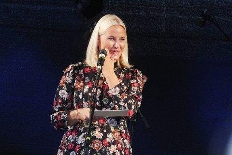 ROS: Kronprinsesse Mette-Marit ga Holmestrand ros for byutviklingen.