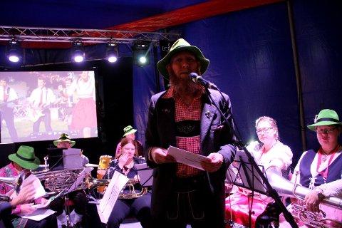 MUSIKK: Mye bra Ompa-musikk fra Holmestrand Ungdomskorps, her med leder Jon Kåre Larsen i spissen, ble selvfølgelig servert