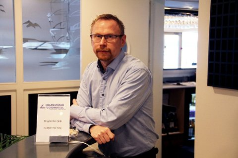 SLUTT: Mandag fikk Ørjan Sønvisen beskjed av gårdeier Terje Skolt at han ikke lenger har noen hotellrom å leie ut. Dermed begjærte han driftsselskapet Protrio AS konkurs.