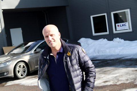 SELGER: Lennert Kristoffersen, daglig leder i entreprenørfirmaet LKC AS på Bentsrud, sier han heller vil leie enn eie.