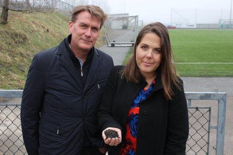 TAS PÅ ALVOR: - Vi vil ikke ha dette ut i havet, sier Høyre-politikerne Kårstein Eidem Løvaas og Lene Westgaard-Halle.