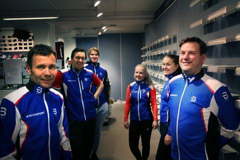 NYE TIDER: Daglig leder Rune Bergquist (fra venstre), Jon Halvard Tunheim, Alexander Bårdsen, Vibeke Randen, Trine Sperre og Tor Erik Kjeldås har tro på sportsbutikkens nye konsept.