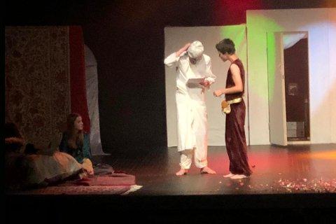 """1001 NATT: Kulturskolens teatergruppa """"Pegasus"""" har vært involvert i hele prosessen med stykket. Søndag ble det vist fram for Biorama."""