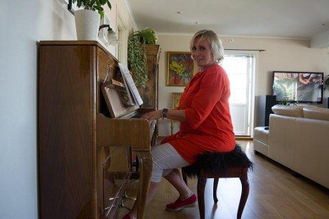 TILBAKE TIL DET KULTURELLE: Marianne Gärtner Ous, som opprinnelig er utdannet innenfor musikk, har vært rektor på en ungdomsskole i Larvik de siste fire årene. Nå er hun klar for å gå tilbake til det kulturelle: som rektor for den nye kulturskolen.