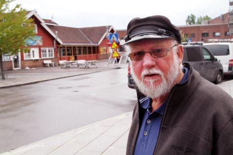 ENKELT: Per Enerhaugen, byggmester og sameie-leder, håper konflikten mellom naboer og utested kan løses enkelt.