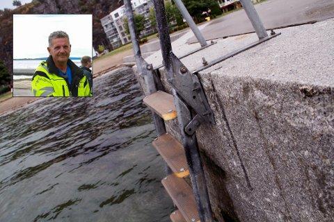 FOR SKARPE: De gamle metalltrinnene var for skarpe, og kommunens driftsleder Tore Mønster Nielsen (innfelt) har derfor sørget for å få på plass en ny løsning.