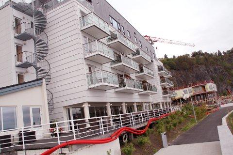 OVERDRATT: Eiendomsinvestor Jens-Petter Aven har kjøpt førsteetasjen og kjelleren av Holmestrand fjordhotell.