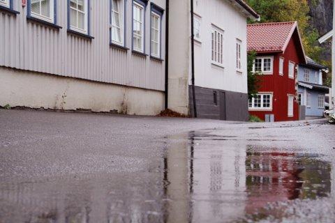 Regnvær i Holmestrand i Kirkegaten