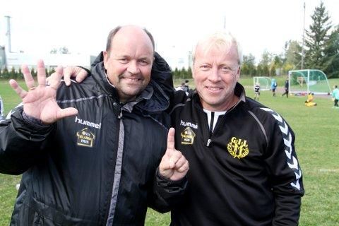 5-1: Gullhaug-trenerne Carl Erik Brathlie (til venstre) og Henning Eri etterlater ingen tvil om hva resultatet av showkampen ble.