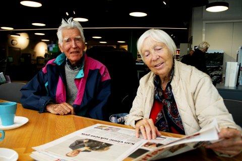 FORNØYDE ABONNENTER: Kjell og Gunvor Grette fra Holmestrand er ikke overrasket over at lokalavisa deres opplever abonnementsøkning.
