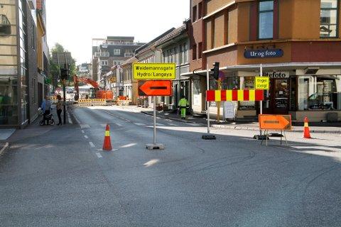 STENGT: Denne uka er det ikke mulig å kjøre i Langgaten mellom lyskrysset og Weidemanns gate.