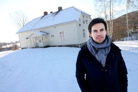 SELGES: Klokkergården i Hof er nå til salgs. Stein Erik Lie i Proaktiv er megler for salget, på vegne av Holmestrand kommune.