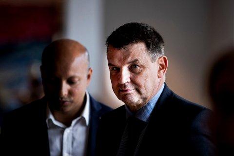 Justis-, beredskaps- og innvandringsminister Tor Mikkel Wara fra Frp kan ikke love noe omstillingsmidler til de ansatte ved Hof fengsel. Foto: Tore Meek / NTB scanpix