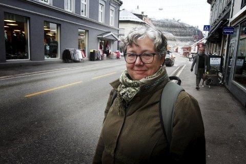 Leter etter midler: Kommuneplanlegger Inger Christensen og ordfører Alf Johan Svele, ser på muligheter for å få omstillingsmidler til Hof.