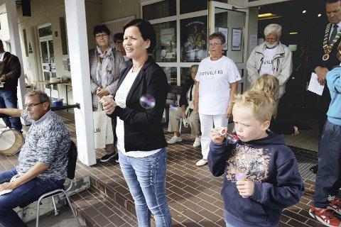 SLUTTET: Frivillighetskoordinator Marit Sola har sagt opp. Her er hun ved åpningen av Hof Frivilligsentral.Foto: Pål Nordby