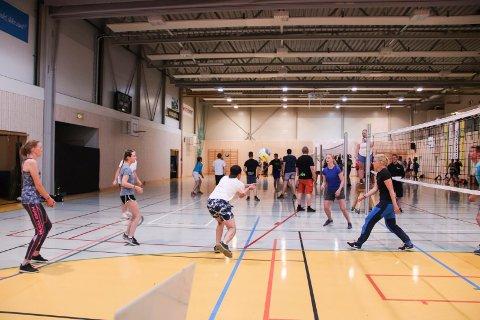Avlyst: Nattvolleyballturneringen i Hof kommende fredag er avlyst på grunn av for få påmeldte lag og for få dommere. Arkivfoto: Ulrikke G. Narvesen