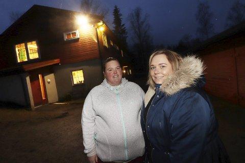 Oppgitt: FAU-leder Stine Skolem (tv) og Bente-Christine Hansen Kjær, er veldig skeptiske til at flertallet av politikerne i Holmestrand vil utsette byggingen av en ny barnehage.