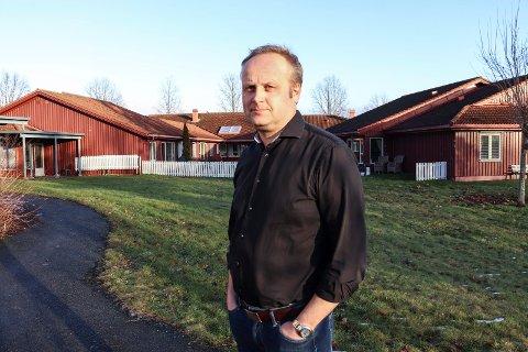 PÅ ALVOR: Even Thornquist, konstituert virksomhetsleder i hjemmebaserte tjenester i Holmestrand kommune, forteller at de har tatt kommunikasjonsproblemene på største alvor.