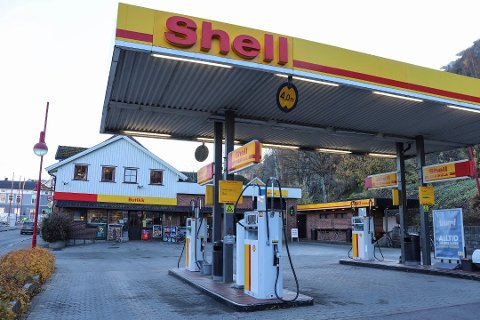 FÅR LEVE VIDERE: Like før jul ble det klart at bensinstasjonen får leve videre i litt annen form også på nyåret.