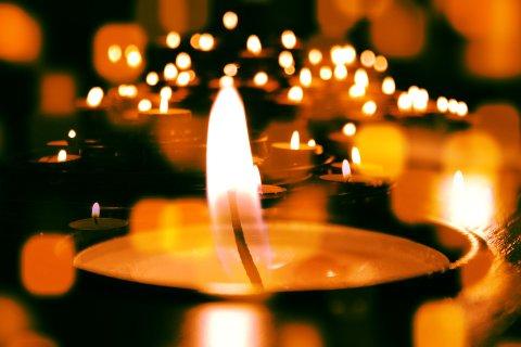 JULEKIRKEN: Det tennes tusen julelys, og tusenvis går i kirken på selve dagen. Illustrasjonsfoto
