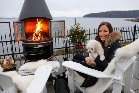 LIKER JULA: Janne Berg er glad i jula, men skulle gjerne hatt mer snø.