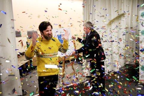 I en sky av konfetti ble Eikebladet av Enrique R. Binimelis kåret til vinner av kommunevåpen-konkurransen.