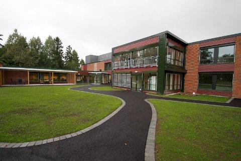 STRENGT: Alle sykehjemmene i kommunen, blant annet Hof bo- og behandlingssenter, begrenser nå antall besøk til beboerne. Arkivfoto