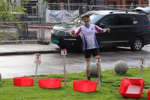 REGN: Regnet satte ikke en stoppe for det gode humøret hos deltakerne ved orienteringsløpet.