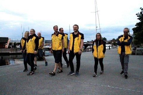 NATTERAVNER: Mette Kalve (fra venstre), Nina Aasen, Brede Aas, Knud Torjesen, Alf Johan Svele, Sigbjørn Brennhovd, Unn Dinga og Tom Amundsen viste engasjement for byen lørdag kveld.