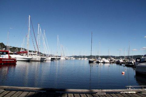 FREKT: Mannen utga seg for å være en annen Holmestrand-mann da han forsøkte å selge en seilbåt. Båtene på bildet er kun med som illustrasjon.