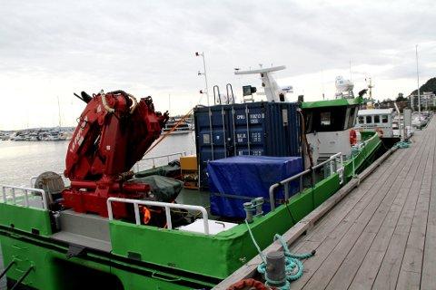 """PÅ OPPDRAG: """"Hugin"""" gjør en jobb i Holmestrandsfjorden for både kommunen og Hydro, opplyser Harald Tunstrøm ved renseanlegget."""