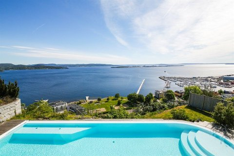 SJØUTSIKT: Boligen som ligger an til å ta en solid prisrekord har utsikt over Holmestrand. – Få i Norge med den utsikten, sier megleren.
