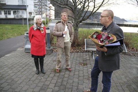 MØTE: Anne-Ki Klemetsen og Toralf Cock i folkeaksjonen for ny sentrumsvei forsøkte så godt de kunne, men fikk ingen løfter av Arve Høiberg (Ap, til høyre) FOTO: LARS IVAR HORDNES