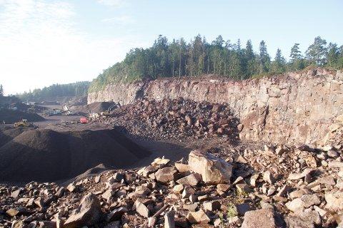 HER: Betongblandeverket skulle ligge her i området til Solum pukkverk.