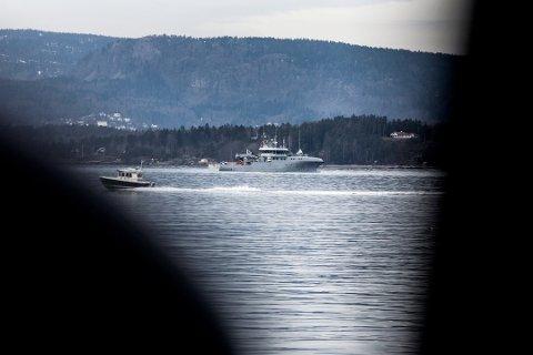 Fra 2014: To mineryddere fra Forsvaret jobber nå med å sprenge fem miner som er funnet på havbunnen utenfor Sjøstrand. Foto: Ruben Skarsvåg
