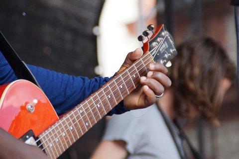 LITE LYD:  Det meste av konserter, møter og offentlige arrangementer er nå avlyst eller utsatt.