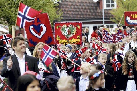 USIKKERT OM DET BLIR 17. MAI-TOG: Koronaviruset kan sette en stopper for årets nasjonaldagsfeiring i Holmestrand.