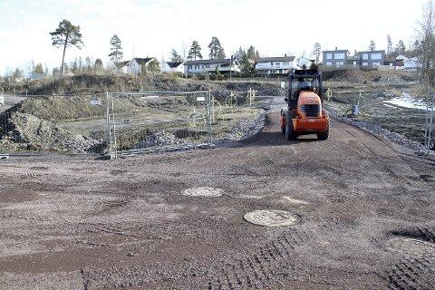 KLARGJØRING: Arbeid med vei, vann og annen infrastruktur er i gang her i nærheten av Gurannveien ikke langt fra Gullhaug. FOTO: LARS IVAR HORDNES