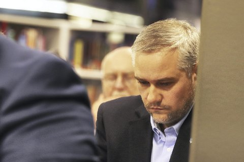 Var bister: Jan Fredrik Vogt (FrP) var ikke blid i kommunestyret. Nå ser han lysere på sykehussaken. Begge foto: Pål Nordby