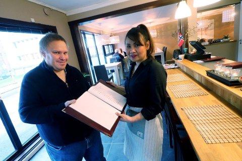I oktober: Lars Inge Svenseid og Yim Boonyim Saengsoda åpnet Yim Thairestaurant i Weidemanns gate i Holmestrand. Foto: Jarl Rehn-Erichsen