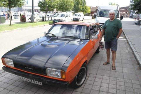 NY UNGDOM: Øyvind Stang (70) føler seg som en ungdom igjen, etter å ha fått denne bilen i fødselsdagsgave. Foto: Lars Ivar Hordnes
