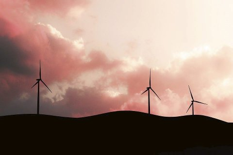 Vind i Kleiva? ASKO høster mye skryt, men skeptikerne er mange til eventuelle framtidige vindturbiner i Hanekleiva. Foto: Pixabay