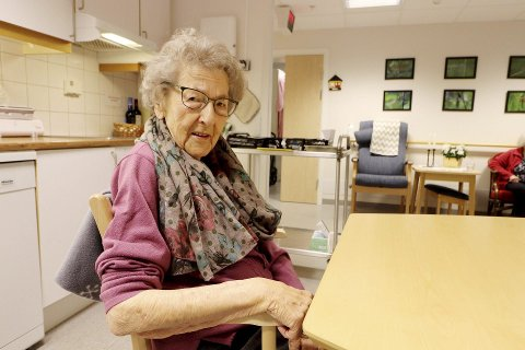 Den første i Hof: Elsa Grønseth (97) ble 7. januar den første som fikk koronavaksinen ved Hof bo- og behandlingssenter. Foto: Pål Nordby