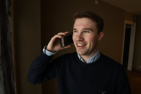 INGEN ROLIG TID: Det er fortsatt hett i boligmarkedet og telefonen til Andreas Rasch Wegger ringer i ett sett. Koronaen har enda ikke satt noen stopper for prisstigningen og etterspørselen.