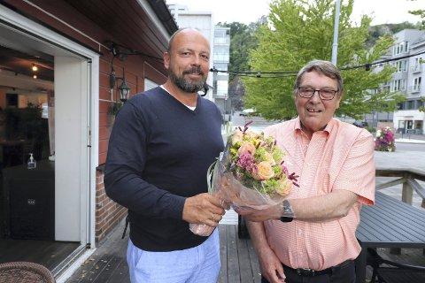 OVER 220.000 KR: Etter 31 år som leder av HIF, overlot Ulf Sundling (t.h.) i august i fjor lederposisjonen i foreningen til Trond Gurrich. De kan glede seg over at Holmestrand IFs 376 registrerte givere sørget for over 220.000 kroner i grasrotmidler fra Norsk Tipping for 2020.