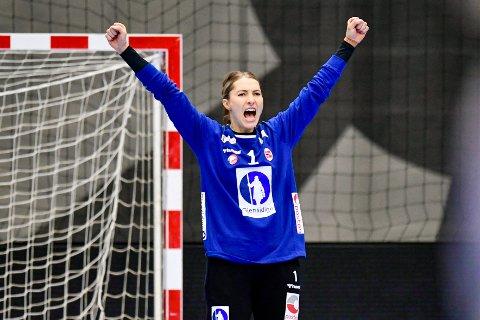 TILBAKE: Holmestrandingen Emily Stang Sando er klar for dansk topphåndball, etter en tøff tid i Tyskland. Bildet viser henne i aksjon i landskampen mellom Danmark og Norge i november i fjor.