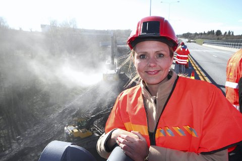 På Skjeggestadbrua i 2015: Digitaliseringsminister Linda Hofstad Helleland går nå ut med at 264 millioner kroner til høyhastighetsbredbånd er fordelt. Foto: Pål Nordby