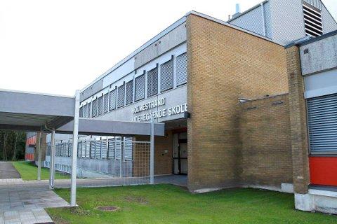 FØLER SEG UTRYGGE: Elevene i VG3 påbygg på Holmestrand videregående skole har sendt bekymringsmelding om det de oppfatter som manglende smittevern.